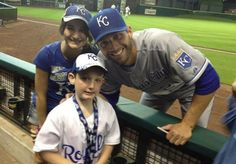 Jeff Francoeur goes out of his way to make autistic child's day at baseball game. Click on image to red Mother's Heart-melting Facebook Thank You to the big hearted baseball player. Love it!  #jefffrancoeur #royals