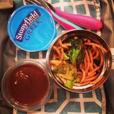 School lunch: @stonyfield #organic vanilla #yogurt, spaghetti with @oomatesoros sauce and broccoli, #homemade #pear sauce. #healthytips #kids #schoollunch #kidseatingwhole