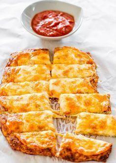 Esse pão low carb de couve flor é espetacular e muita fácil de fazer, fica tão bom que você pode usá-lo para o café da manhã, para um lanche refo...