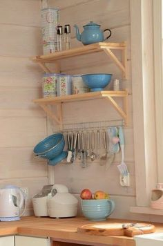 En una cocina deben imperar las necesidades básicas que posee toda la familia. Homemade Furniture, Diy Furniture Plans, Wooden Pallet Furniture, Diy Furniture Projects, Rustic Furniture, Furniture Makeover, Diy Kitchen Storage, Home Decor Kitchen, Kitchen Furniture