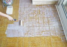 Diy-with-color chalk - Dekoration Trends Site Wood Laminate, Laminate Flooring, Quickstep Laminate, Luxury Vinyl Flooring, Handmade Kitchens, Diy Bathroom Remodel, Plank Flooring, Weathered Wood, Diy And Crafts