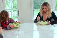 Khloe Kardashian Weight Loss Diet Here are the revealed secrets of how Khloe Kardashian has lost her 40 pounds! In this post we have mentioned khloe kardashian weight loss secrets. Read on Kardashian Salads, Khloe Kardashian Hair Short, Khloe Kardashian Revenge Body, Khloe Kardashian Workout, Koko Kardashian, Khloe Kardashian Bedroom, Kardashian Nails, Revenge Body Diet, Lose 40 Pounds