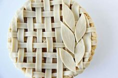 So handy to have in the pantry over the holidays - V and Co.: V and Co: how to make: canned apple pie filling Apple Pie Crust, Canned Apple Pie Filling, House Of Pies, Beautiful Pie Crusts, Pie Crust Designs, Pie Decoration, Pies Art, Icebox Pie, Canned Apples
