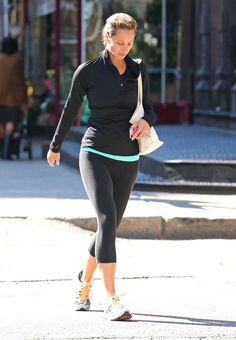 Christy Turlington Photos - Model Christy Turlington seen leaving a yoga class in New York City, New York on September 24, 2012. - Christy Turlington Leaving A Yoga Class In New York