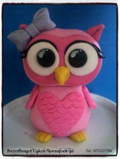 Fondant owl. For more info & orders, email SweetArtBfn@gmail.com or call 0712127786 Fondant Owl, Fondant Animals, Cake Stuff, Fondant Figures, Edible Cake, Cupcake Toppers, Preserves, Icing, Period