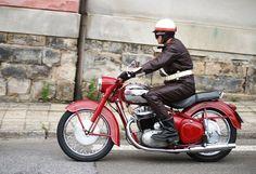 Jawa 500 OHC Classic Motors, Classic Bikes, Motorcycle Museum, Old Motorcycles, Mopeds, Vintage Bikes, Cadillac, Biking, Motorbikes