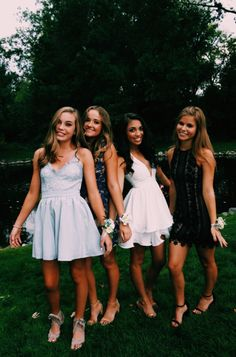 Short prom dresses due to the dress store optimal effect for prom. Hoco Dresses, Homecoming Dresses, Cute Dresses, Cute Outfits, Formal Dresses, Wedding Dresses, Graduation Dresses, Best Friend Pictures, Bff Pictures