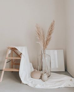 Your one stop for all things dried florals, dried palm leaves, pampas grass and other gorgeous dried items. Photography Studio Spaces, Boutique Interior, Studio Room, Aesthetic Room Decor, Room Setup, Hallway Decorating, New Room, Decoration, Cool Furniture