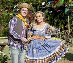 Vestidos para Festas Juninas | Como fazer em casa Estilo Abaya, Scarecrow Costume, Abaya Fashion, Ideias Fashion, Brazil, Costumes, Costume Ideas, Lily, Culture
