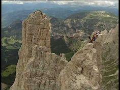 """Avete mai visto una banda musicale suonare a 2800 metri di altezza dopo aver scalato le ripide pareti delle Torri del Vajolet?   No? Allora non perdetevi questo bellissimo video... rimarrete estasiati dalla bellezza delle Torri ed affascinati dai nostri """"eroi"""" :D"""