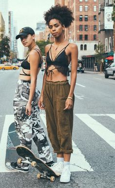 In the streets - fitspo - Skater Girls Surfer Girl Outfits, Girls Summer Outfits, Surfer Girls, Girls Skate, Skater Girl Style, Skate Style Girl, Cute Dresses, Cute Outfits, Ootd