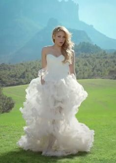 shakira wedding dress | ... this image include: shakira, dress, empire, fashion and wedding dress