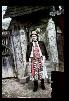 From Inaktelke, NHA Néprajzi Múzeum | Online Gyűjtemények - Etnológiai Archívum, Diapozitív-gyűjtemény Capital Of Hungary, Costumes Around The World, Red Boots, Central Europe, Folk Costume, Fashion History, Austria, Embroidery Patterns, Vikings