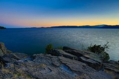 Day 11 of 2013 Summer National Park Road Trip – Flathead Lake Sunset, Montana  Many of us have witnessed beautiful sunset, however most sunset pictures could be either too bright (over-exposed) or too dark (under-exposed), no matter if you are an amateur or professional photographer.  It could be a frustrating experience.  From my travels in the past 5 years, I have tried at least several hundreds, if not thousands of clicks of sunset photography...  More on belindashi.com
