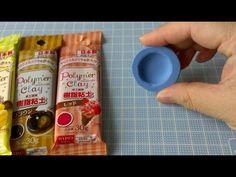 今回は樹脂粘土(グレイス&コスモス1:1)を使用しました^^ クリームをサンドする際はマカロン生地にボンドを塗ることをお勧めします。 粘土をこね始めた時はすぐくっ付きますが、時間が経つと全くくっ付きません(-_-;)