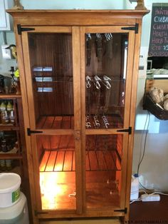 How to make a biltong box for making your own biltong or dry wors at home. Buying a dehydrator. Using your oven to make biltong at home. Meat Dehydrator, Charcuterie Recipes, Homemade Fudge, Biltong, South African Recipes, Home Brewing Beer, Smoking Meat, Recipes For Beginners, Diy Box