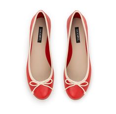 such cute flats! this style matches everything too