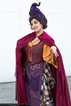 Mary Sanderson from Hocus Pocus Hocus Pocus Halloween Costumes, Witch Costumes, Dress Up Costumes, Halloween Movies, Halloween 2017, Halloween Cosplay, Diy Costumes, Cosplay Costumes, Halloween Party