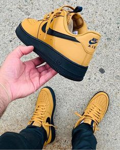 The post Bewerten Sie diese mit Emojis appeared first on beste Schuhe. Dr Shoes, Kicks Shoes, Black Nike Shoes, Hype Shoes, Me Too Shoes, Best Sneakers, Sneakers Fashion, Fashion Shoes, Shoes Sneakers