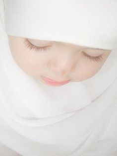 Muslim child... Cute Little Baby, Cute Baby Girl, Little Babies, Cute Girls, Cute Babies, Baby Kids, Baby Girl Photos, Baby Pictures, Beautiful Children