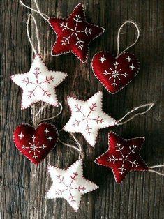 Nordic Christmas Decorations, White Christmas Ornaments, Christmas Hearts, Felt Decorations, Felt Ornaments, Christmas Fun, Beaded Ornaments, Holiday Decor, Homemade Christmas