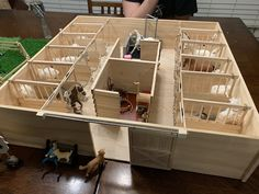 Homemade Barn for Sneaky Horses – Horses – # for - Spielzeug Toy Horse Stable, Play Horse, Schleich Horses Stable, Horse Stables, Breyer Horses, Horse Barns, Diy Horse Toys, Horse Crafts, Diy Toys