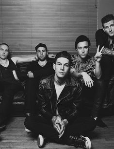 The Neighbourhood Just heard of them for the first time yesterday night...I'm in love with they're sound & Jesse Rutherford is just....*sighs*