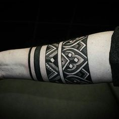 new zealand maori tattoos arm bands Tattoo Band, Tribal Forearm Tattoos, Elbow Tattoos, Geometric Tattoo Arm, Body Art Tattoos, Hand Tattoos, Sleeve Tattoos, Maori Tattoos, Samoan Tattoo