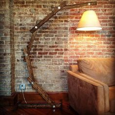 Rustikale Holz Bogen Stehlampe © von AWalkThroughTheWoods auf Etsy