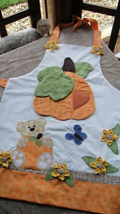 delantal Patch Quilt, Applique Quilts, Vintage Potholders, Sewing Machine Tension, Sewing Crafts, Sewing Projects, Childrens Aprons, Linen Apron, Colorful Quilts
