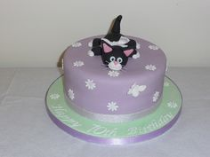 Cat cake by traceybestcakes (not enough hours in the day), via Flickr