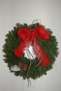 Esimerkki kurssilla tehdystä havukranssista Christmas Wreaths, Holiday Decor, Home Decor, Decoration Home, Room Decor, Advent Wreaths, Interior Decorating
