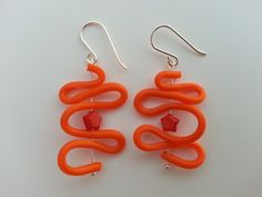Earring made of sterling silver with recycled silicone and coral