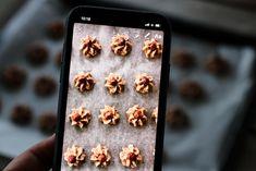 NØTTEROSER MED SJOKOLADE | TRINES MATBLOGG Baking, Iphone, Recipes, Cakes, Christmas, Xmas, Cake Makers, Bakken, Kuchen