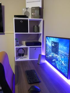 Video game room ideas for game lovers, diy funny setup gaming desk boys organization Setup Desk, Gaming Desk Setup, Pc Desk, Pc Setup, Office Setup, Bedroom Gaming Setup, Computer Workstation, Bedroom Desk, Bed Room