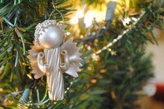 Weihnachtsengel Nudel basteln färben leichte Idee