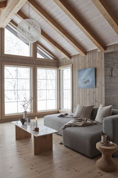 Wonderfull Chalet style of interior decorating Living Room Decor Cozy, Living Room Modern, Living Room Sofa, Home And Living, Living Room Designs, Living Spaces, Danish Living Room, Estilo Interior, Interior House Colors