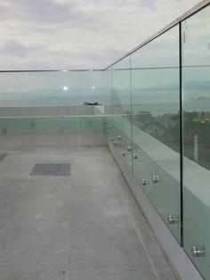 exterior handrails glass - Google Search Glass Balcony Railing, Glass Stairs, Glass Fence, Glass Handrail, Frameless Glass Balustrade, Railing Design, Stair Railing, Exterior Handrail, Balcony Grill Design