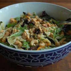 Een heerlijke lauwwarme salade van sla, pasta, paprika, boursin en cashewnoten. Geïnspireerd op een recept van mijn schoonzus.