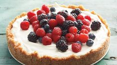 This cheesecake is a fresh take on a familiar combination. It's not too sweet and has a voluptuous consistency. The glossy chocolate glaze goes on like satin. Best Cheesecake, Cheesecake Recipes, American Cheesecake, Ricotta Cheesecake, Simple Cheesecake, Chocolate Cheesecake, Chocolate Cake, Cheesecake Tradicional, Union Jack Cake