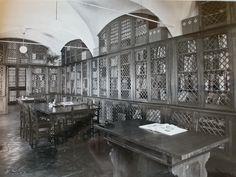 foto storica della Biblioteca specializzata del MIC. Meta ancora oggi di studiosi, appassionati di ceramica, artisti e ceramisti in cerca di ispirazione