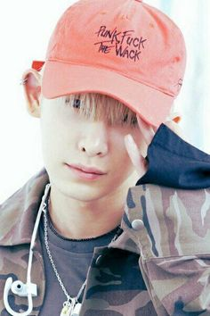 Anybody noticed what's written on his hat? If starship entertainment saw this they would probably get kinda mad.. But Who cares he's hot anyway!❤️