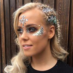 @chloejmeadows loves our all in one face jewels... #glitter #makeup #glittermakeup #mua #makeupartist #glitterpigment #pigments #glitters #beautyblogger #contour #festival #festivalmakeup #festivalfashion #holiday #festivalseason #celebrate #beauty #mermaid #unicorn #mermaidlook #mermaidhair #glitteroverload