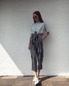 33 T shirts Street Style Looks For Moms - Global Outfit Experts Mode Outfits, Fashion Outfits, Womens Fashion, Fashion Trends, 6th Form Outfits, Club Outfits, Party Outfits, Fashion Clothes, Summer Outfits