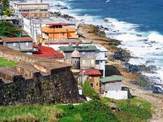 La Perla: two minutes away from Rich Old San Juan and it is the poorest of neighborhoods in all of Puerto Rico. :-(
