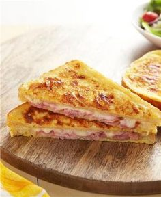 Try a French classic with a croque monsieur recipe! Classic Croque Monsieur is a ham & cheese sandwich dipped in French toast batter & baked until crunchy. Kraft Recipes, Egg Recipes, Snack Recipes, Cooking Recipes, Snacks, Mozarella, Good Food, Yummy Food, Tasty