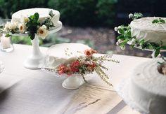 saipua flowers on wedding cake