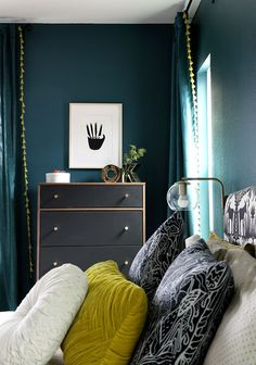 Love this dark bedroom with teal walls with matching curtains persialou homedecor bedroomdecorideas bedroom decor darkwalls Teal Bedroom Walls, Dark Teal Bedroom, Teal Bedroom Decor, Decoration Bedroom, Teal Walls, Bedroom Green, Bedroom Colors, Dark Walls, Teal Bedrooms