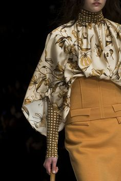 Anteprima at Milan Fashion Week Fall 2019 : Beautiful Yellow tone . Anteprima at Milan Fashion Week Fall 2019 - Details Anteprima at Milan Fashion Week Fall 2019 - Details Runway Photos Fashion Details, Look Fashion, High Fashion, Autumn Fashion, Covet Fashion, Fashion Tips, Fashion Design, Cute Fashion Style, Travel Fashion