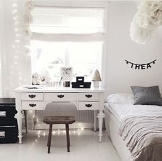 Bedroom ideas for small rooms, maximized your small bedroom with design, decor master spare layout inspiration for men and women - Small bedroom ideas Teen Room Decor, Diy Room Decor, Bedroom Decor, Home Decor, Room Decorations, Small Room Bedroom, Small Rooms, Bedroom Black, Teenage Room